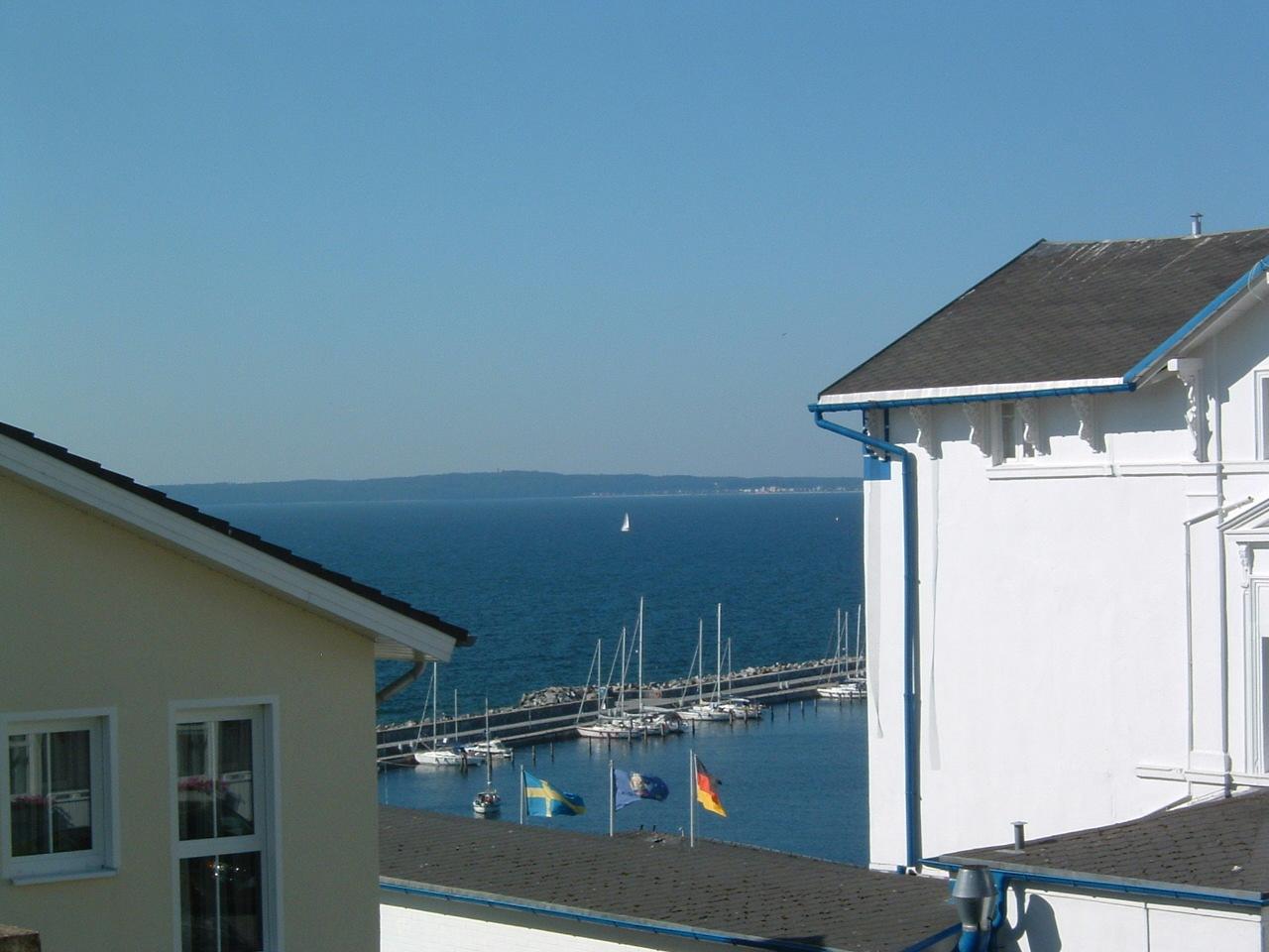 Haus Victoria Penthaus 12 - Balkon mit Meerblick und Strandkorb