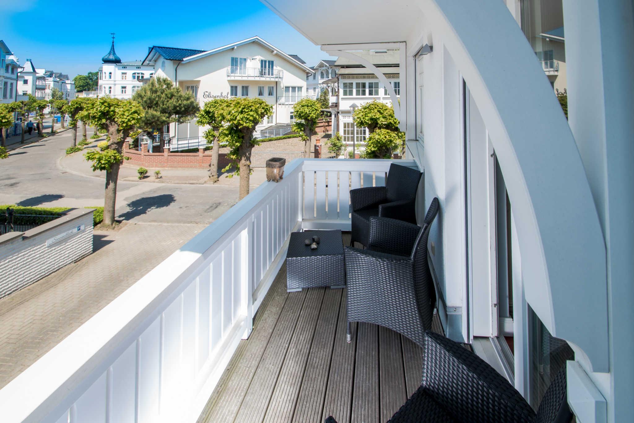 Villa Hansa, App. 4, 2 SZ, 2 Bäder, in Binz, 2 möbl. Balkone