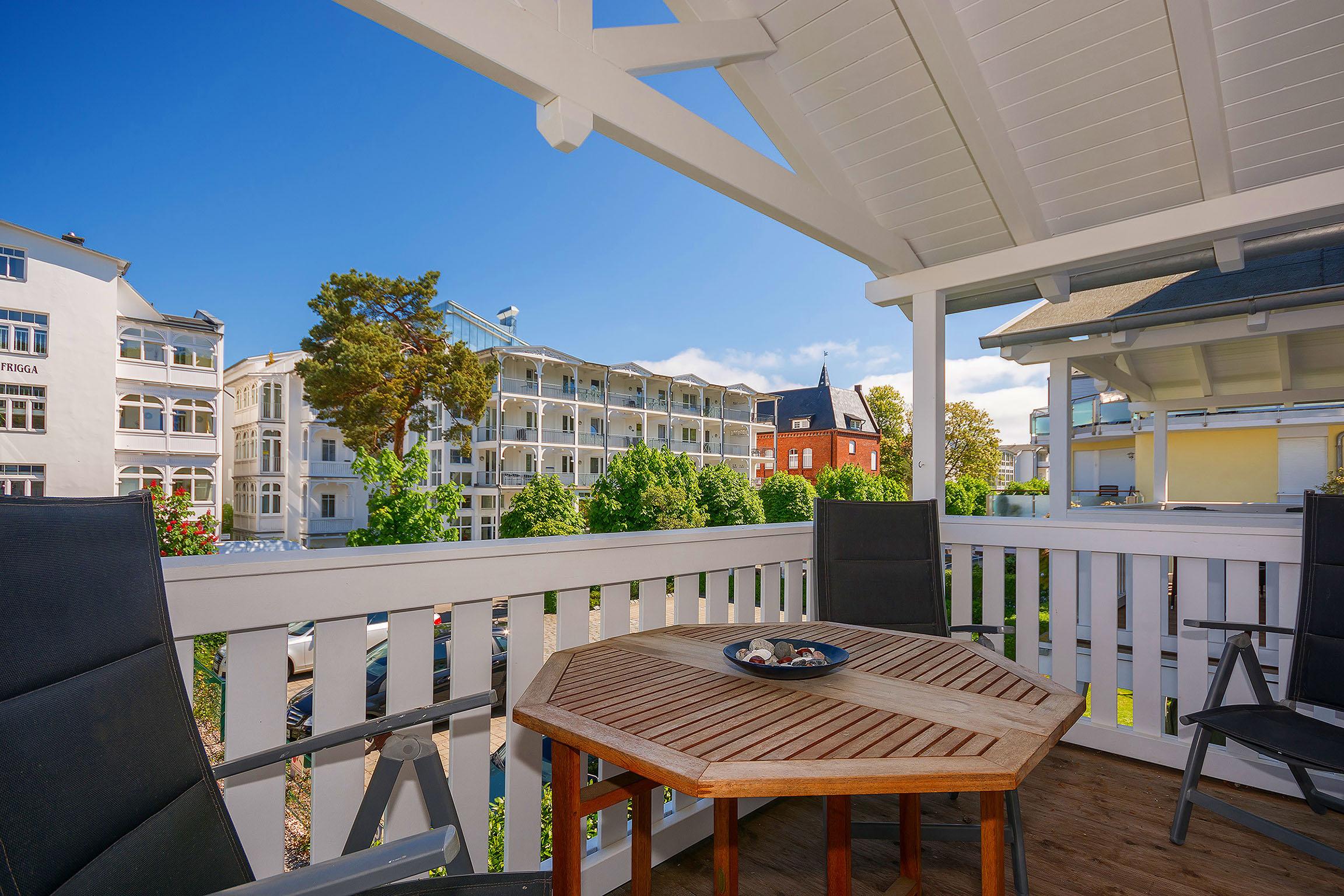 Resid. Prorer Wiek, App. 10, strandnah in Binz, möbl. Balkon